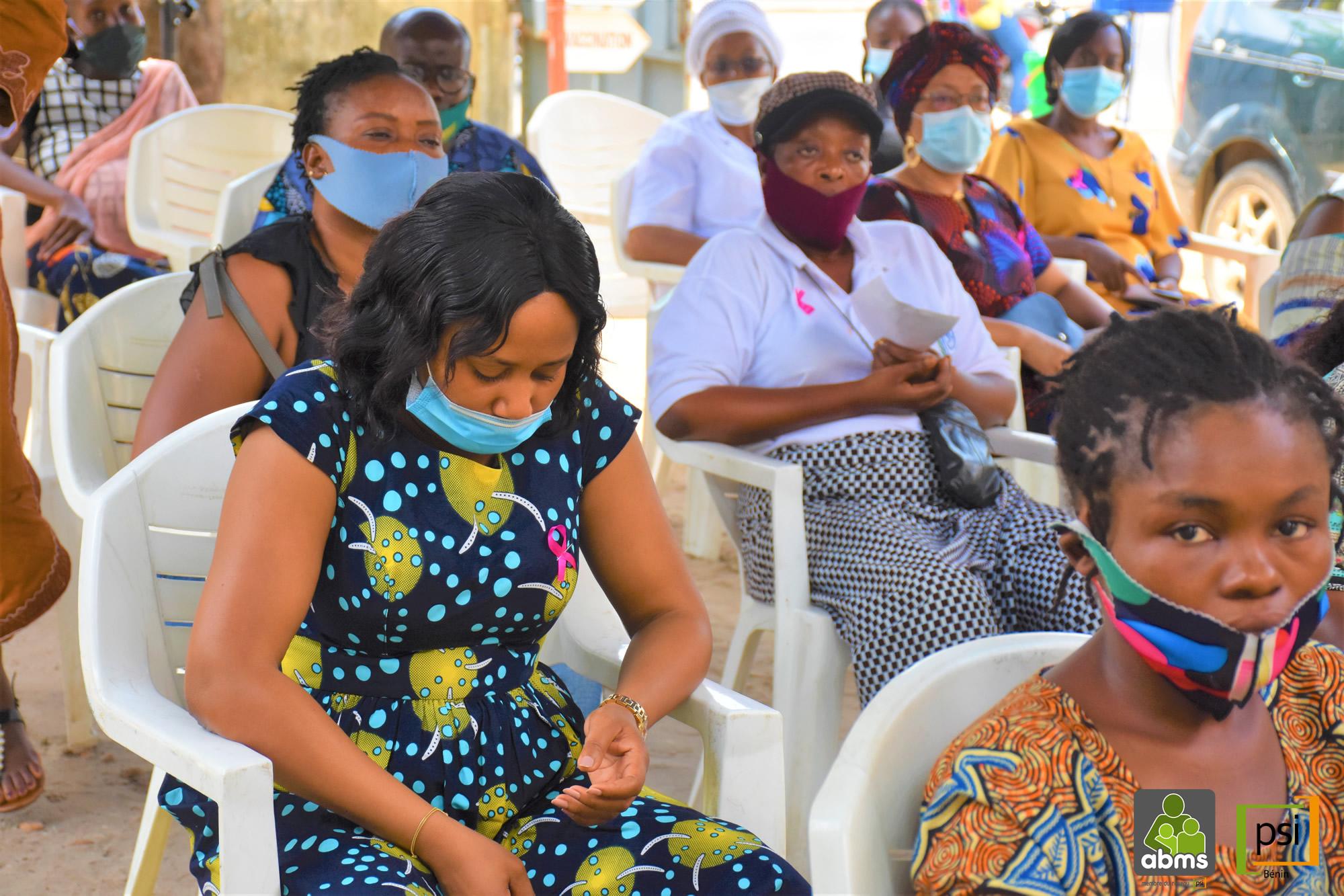 Mois d'octobre rose pour réduire les risques liés au cancer du sein (séance de dépistage du cancer du sein )